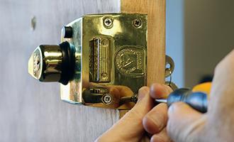 keytek locksmith working on yale lock
